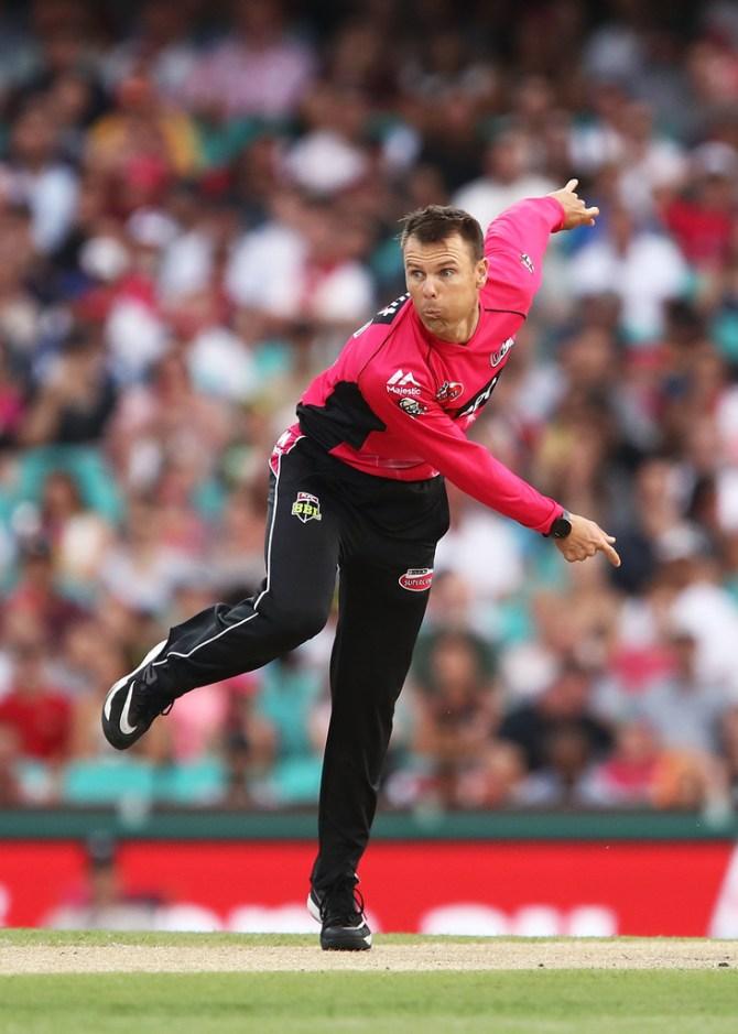 Johan Botha moves from Sydney Sixers to Hobart Hurricanes Big Bash League BBL cricket