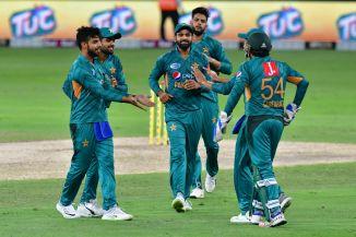 Shadab Khan three wickets Pakistan Australia 3rd T20 Dubai cricket