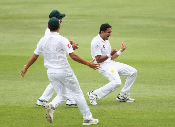 Mohammad Abbas five wickets Pakistan Australia 2nd Test Day 4 Abu Dhabi cricket