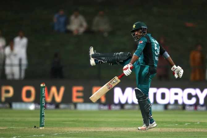 Sarfraz Ahmed angry Ross Taylor trying to signify Mohammad Hafeez bowling action illegal Pakistan New Zealand cricket