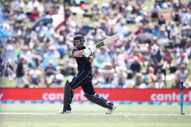 Ross Taylor 90 New Zealand Sri Lanka 2nd ODI Mount Maunganui cricket