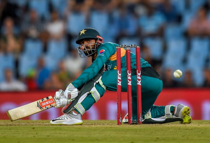 Shadab Khan 22 not out two wickets South Africa Pakistan 3rd T20 Centurion cricket