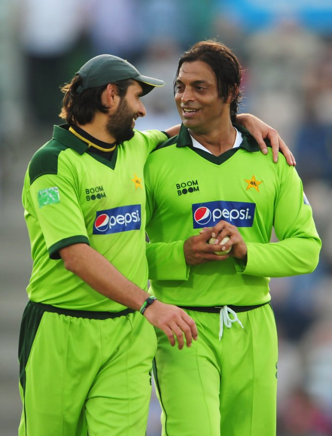 Shoaib Akhtar pokes fun at Shahid Afridi's batting and bowling Pakistan cricket