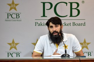 Mickey Arthur believes Misbah-ul-Haq should be extremely worried about Pakistan's ability to take 20 wickets in a Test match cricket