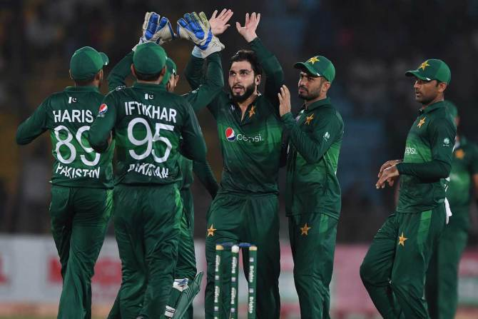 Usman Khan Shinwari has called on the Pakistani fans to support both Pakistan and Sri Lanka in the Test series cricket