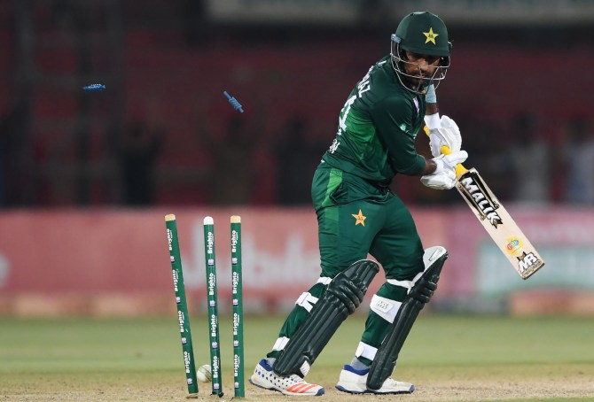 Mohammad Hafeez has made some incredibly shocking comments about Sarfaraz Ahmed Pakistan cricket