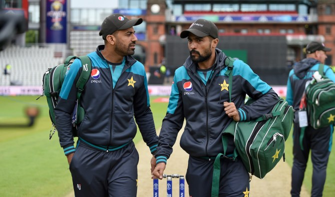 Waqar Younis slams Mohammad Amir and Wahab Riaz for the way they retired from Test cricket Pakistan