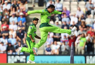 Pakistan cricketer Rashid Latif said Shoaib Akhtar, Waqar Younis and Mohammad Sami all bowled at 150 kph regularly