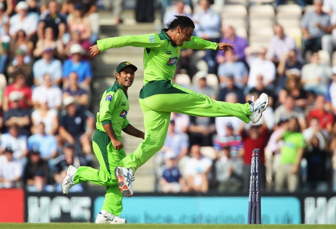 Liam Plunkett recalled how Shoaib Akhtar told him I'm gonna kill you England Pakistan cricket