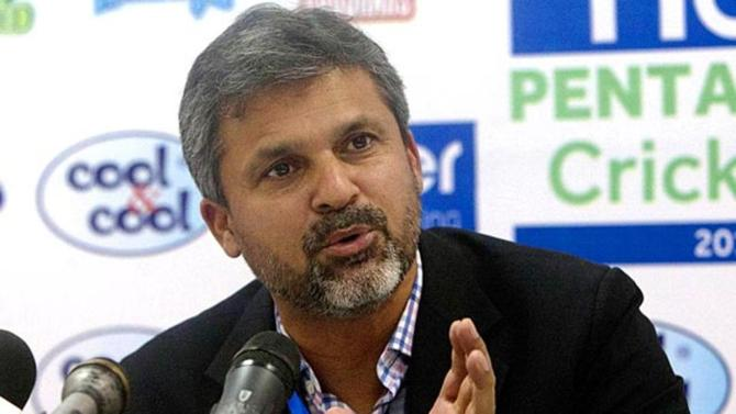 Moin Khan admits the current Pakistan team will be remembered as heroes forever if they beat Australia in the Test series cricket