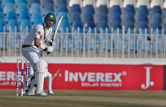 Shan Masood angry with the way he got out on the third day of the second Test against Sri Lanka in Karachi Pakistan cricket