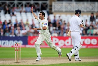 Pakistan fast bowler Umar Gul said he should have focused more on Test cricket