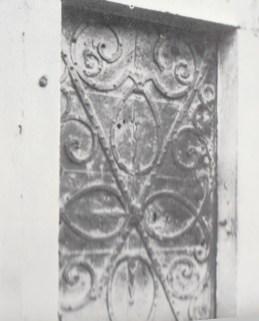 Original door of the Great Grannery at Essling.