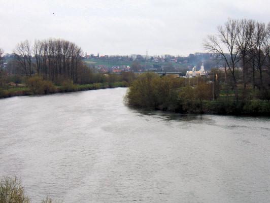 (H) Bridge over Scheldt near site of pontoons.