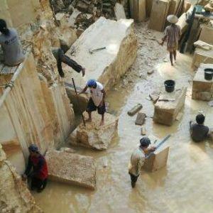 proses penambangan batu alam