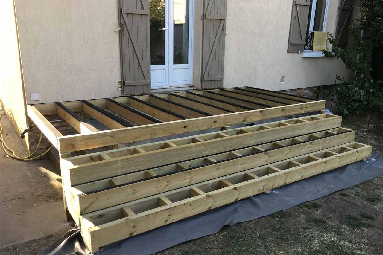 Aménagement Extérieur Etape De La Construction Du0027une Terrasse En Bois Avec  Marches