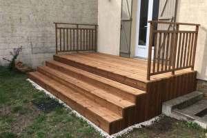 aménagement extérieur en bois avec une terrasse artisan 94