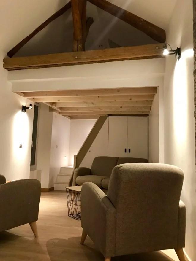 aménagement studio avec mezzanine et placard sur-mesure