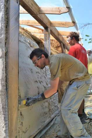 step-5-2020-lime-plaster-on-straw-bale-121