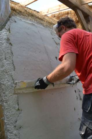 step-5-2020-lime-plaster-on-straw-bale-130