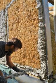 step-5-2020-lime-plaster-on-straw-bale-85