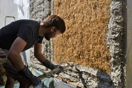 step-5-2020-lime-plaster-on-straw-bale-86