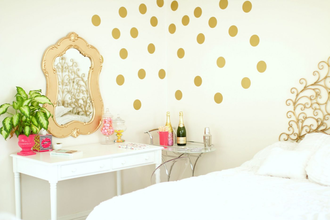 captivating white gold bedroom decor | Bedroom Inspiration | Baubles to Bubbles