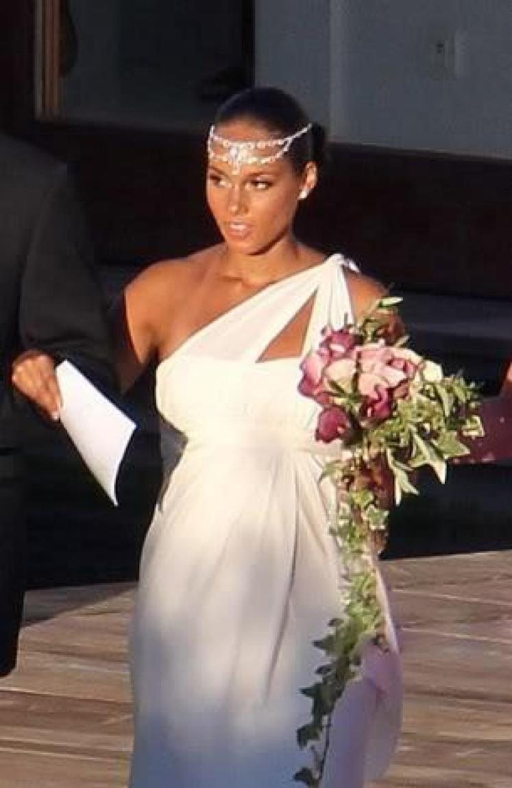 noivas-gravidas-os-vestidos-das-famosas