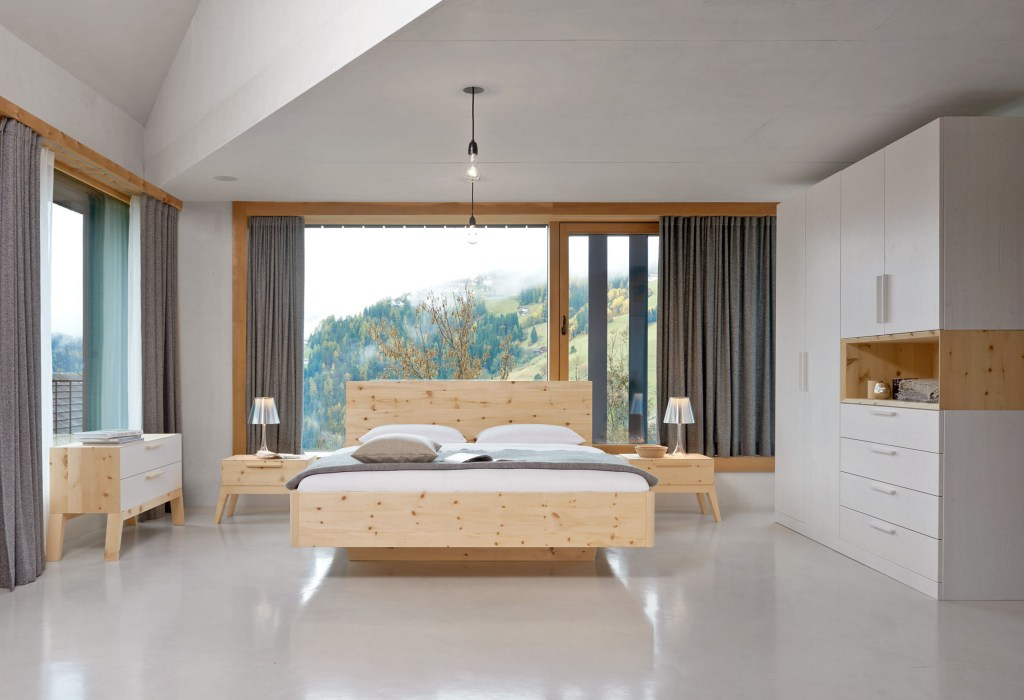 Massive Holzmöbel sind eine gute Wahl, um das Klima in Innenräumen auf natürliche Weise zu verbessern.