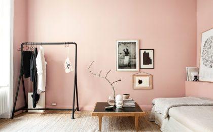 """Das zarte Rosé der Trendfarbe """"Hortensie"""" sorgt für eine leichte und gemütliche Stimmung in den eigenen vier Wänden."""