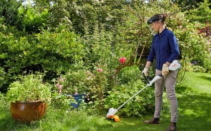 ein kleiner Garten wird gepflegt