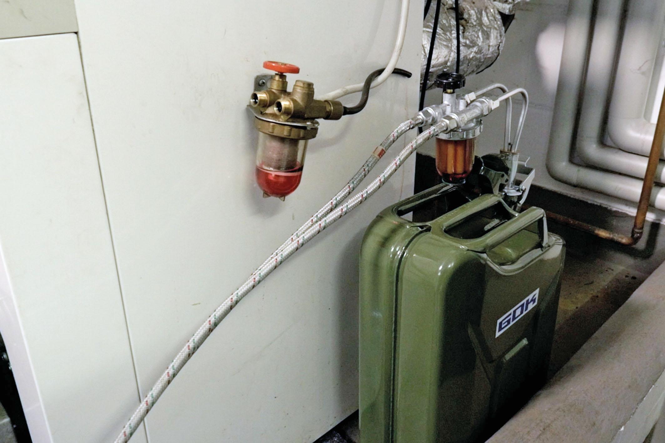 Tankreinigung am Heizölbehälter