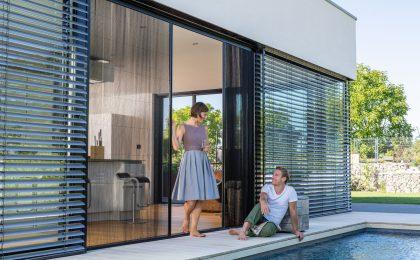 Großzügige Glastüren zur Terrasse