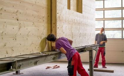 Firma baut Holzmassivhäuser