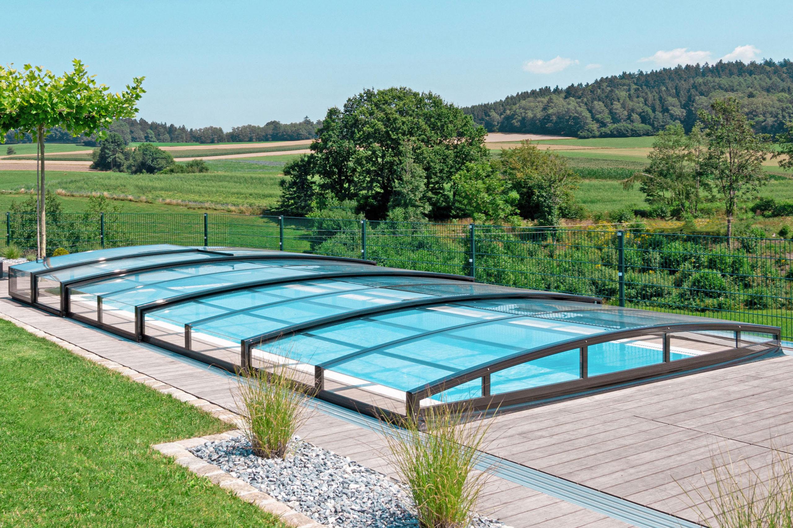 Urlaub zu Hause am eigenen Pool