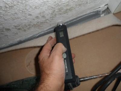 schimmelpilz entfernen, Schimmel an der Wand Fussleiste , Schimmel Wohnung