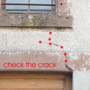 building surveyor price Building Surveyor Munich examine the crack in the plaster: investigation Building expert Munich