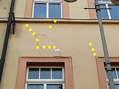 Risse in der Putzfassade Fensterbrüstung