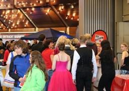 Viele Besucher holten sich an den Ständen Informationen