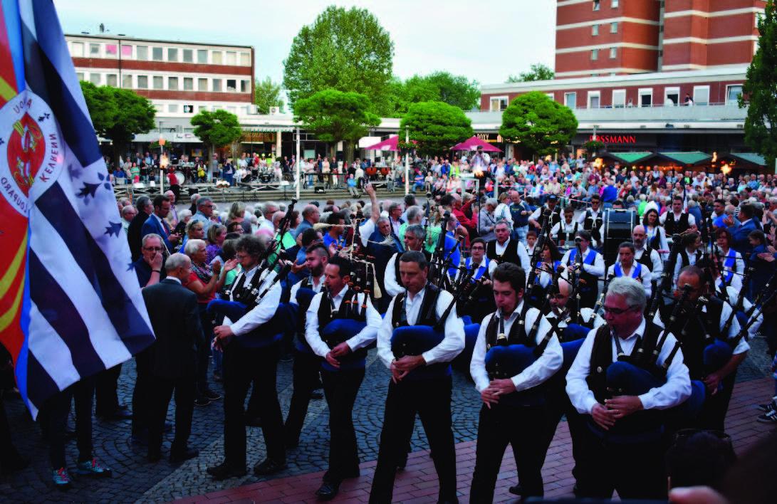 Begeisterte Zuschauer bei der Deutsch-Französische Serenade in Baunatal