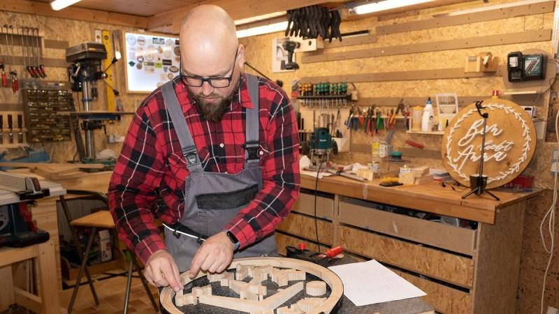 Von Maiks Bastelkeller zur Firmengründung Wooden Signs, von Metall- zu Holzspänen
