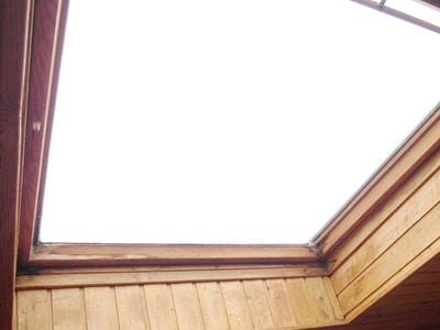 Schimmel am Dachfenster, Gutachter, Gutachten, Tauwasser , Kondensaat, klemmen und hängen