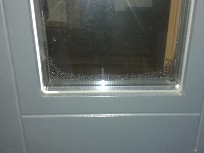 angelaufene Fensterscheiben undicht bodentiefe Fenster zu wenig Dämmung