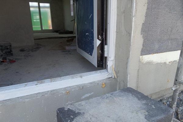 BAUBEGLEITENDE QUALITÄTSKONTROLLE Fassadendämmung Türeinbau überprüfen