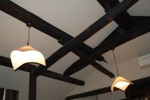 ごろんぼ梁と和風ペンダント 京都府亀岡市の改装工事 設計から監理まで 江戸時代の建物 デザインはBAUS工藝社 工事中は耐震補強工事も施工