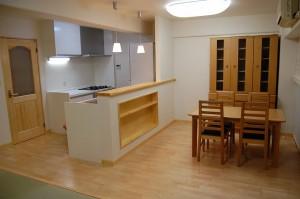 梁をかわした変形対面キッチン デザイナーズマンション 店舗 設計 デザイン 内装工事 京都