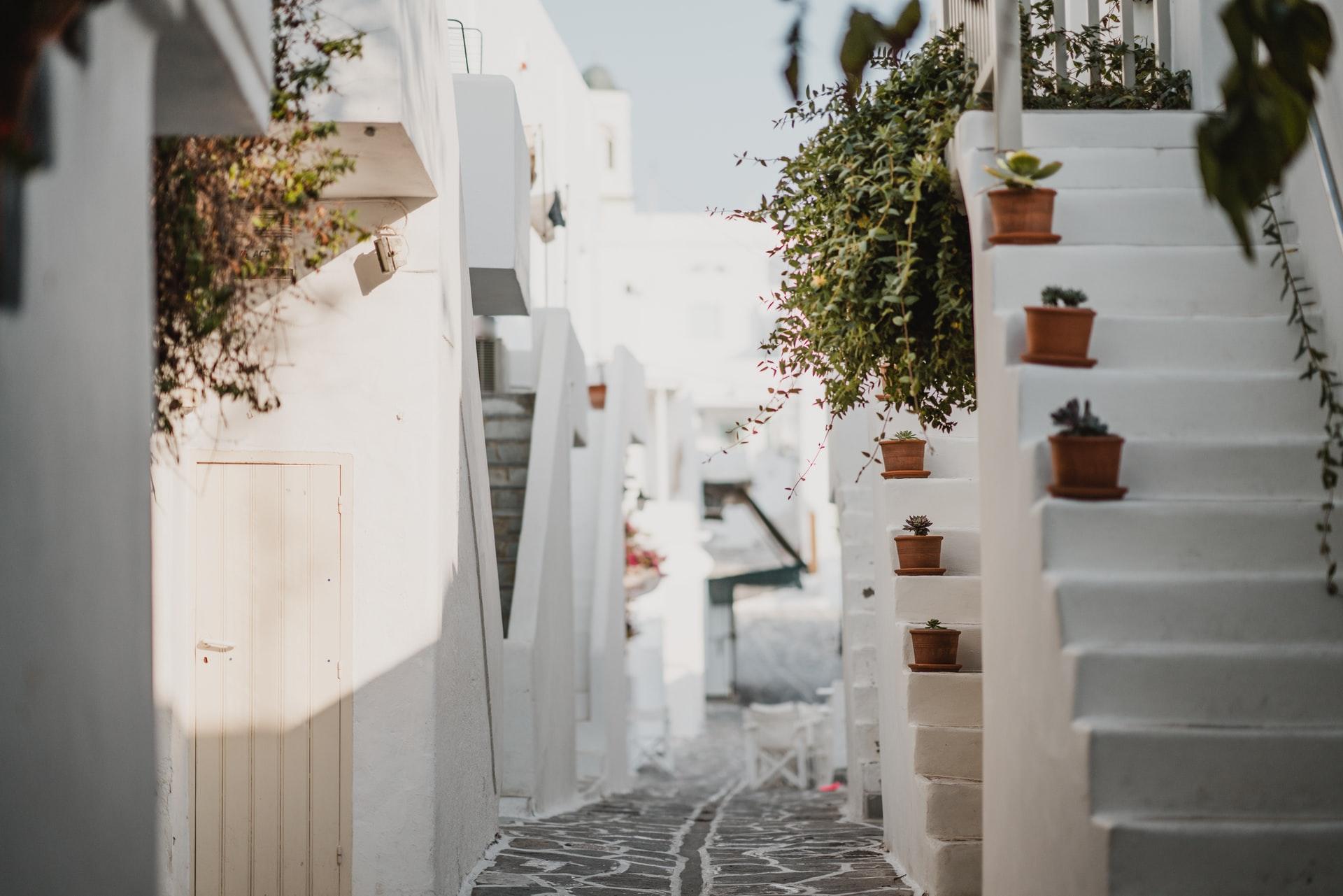 Zavirite u neiscrpan izvor inspiracije: Uređenje idiličnih kuća na Mediteranu
