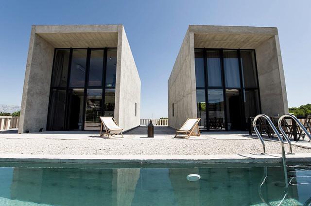Ovim bračkim betonskim ljepoticama oduševljeni su svjetski arhitekti, a i vi ćete poželjeti odsjesti u njima!