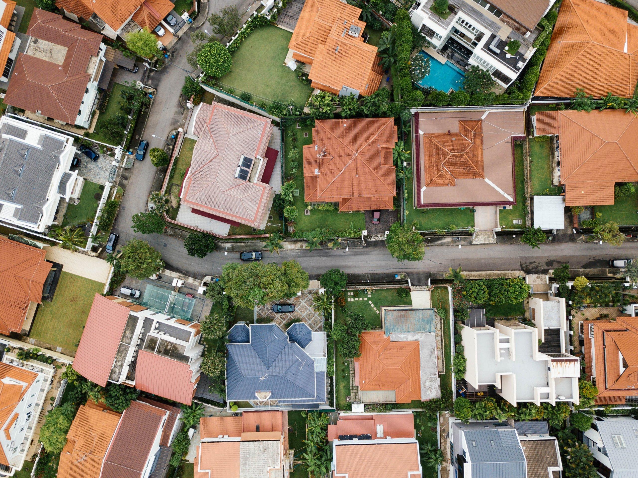 Što je bolje postaviti na krov, crijep ili lim?