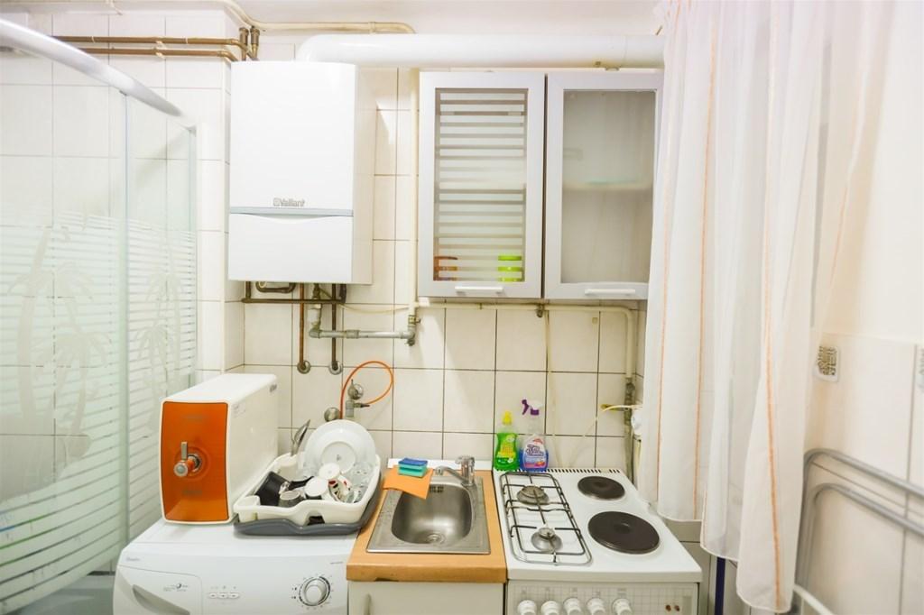 Nevjerojatan stan u renti spaja kuhinju i WC u istoj prostoriji – operite kosu dok kuhate juhu